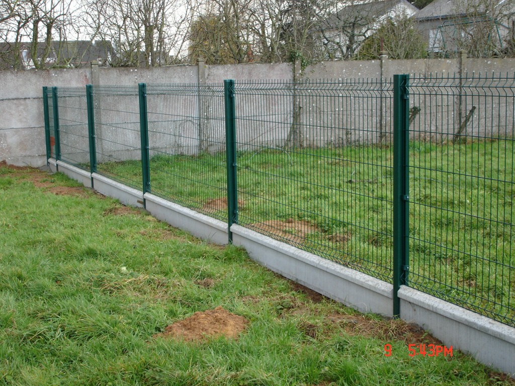 wire mesh fence demarcation